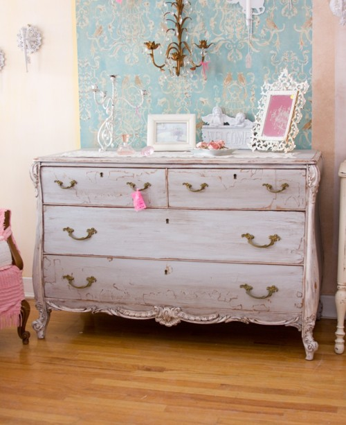 Interior design for vintage lovers peplum plus pearls for Shabby chic furniture